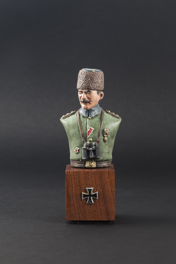 1/9  Turkish Officer Bust with Kalpak hat