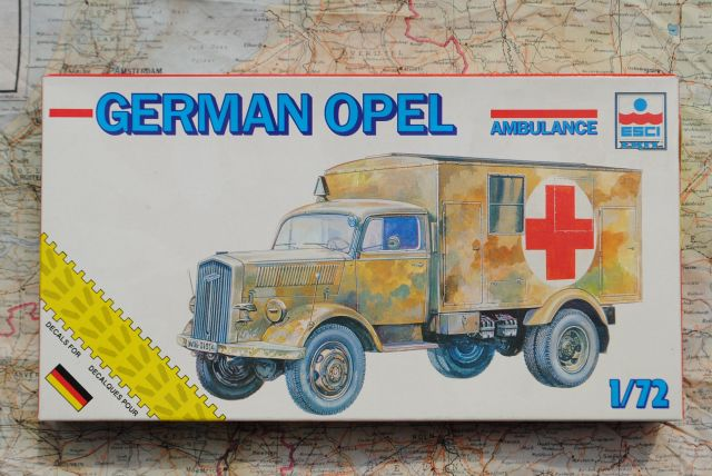 Esci 1/72 Model GERMAN OPEL BLITZ AMBULANCE